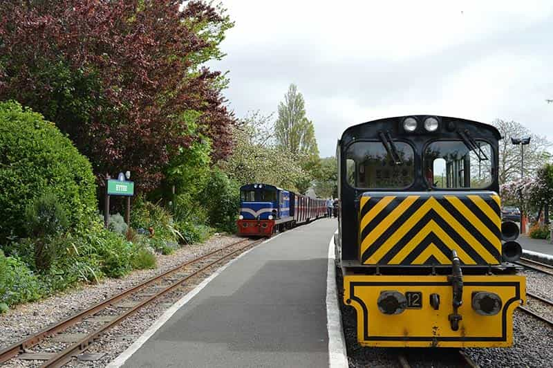 Romney, Hythe & Dymchurch Railway Drive a Diesel